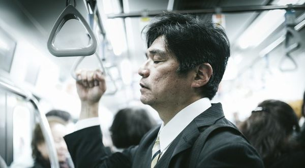 電車内で眠るのを防ぐ方法